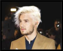 cheveux blond platine homme